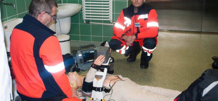 Uroczystość oddania nowego ambulansu do pracy