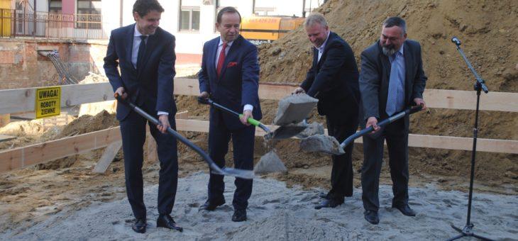 Uroczyste otwarcie budowy nowoczesnego Ośrodka Radioterapii w Wojewódzkim Szpitalu w Tarnobrzegu.
